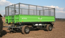 <p>Net attachment allows universal usage of trailer for transport of various materials, e.g. corn and grass.</p>